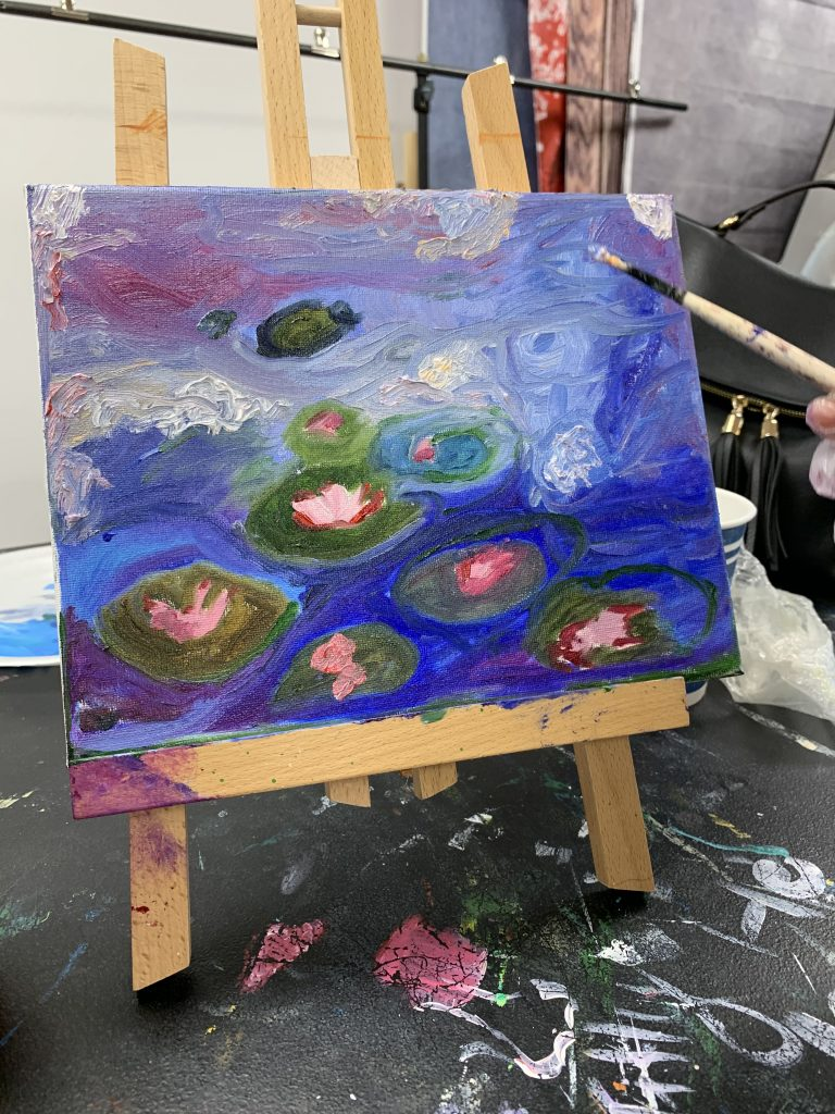Vivo Art Studio provides large variety of art lessons for kids and adults. We teach painting, drawing, fluid art, sketching, composition and color theory.